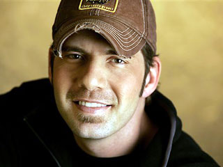 Rodney atkins falls for the farmer s daughter